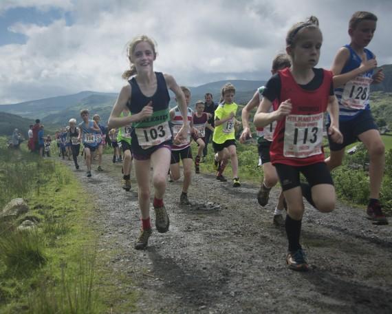 DSC4475 570x456 Turner Uphill Fell Race Photos 2015