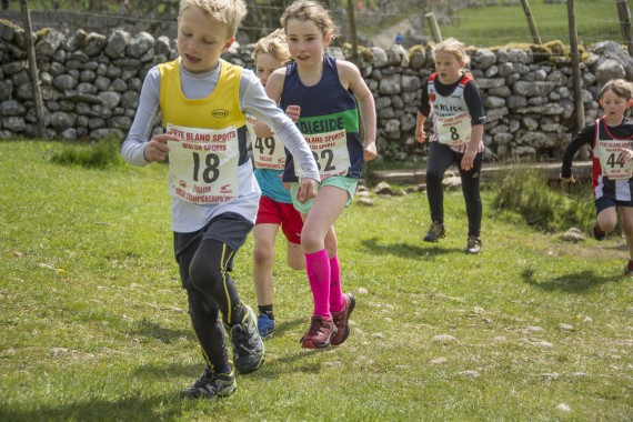 DSC1714 570x380 Malham Kirkby Fell Race Photos 2016