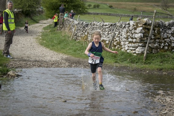 DSC1718 570x380 Malham Kirkby Fell Race Photos 2016