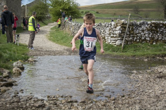 DSC1724 570x380 Malham Kirkby Fell Race Photos 2016