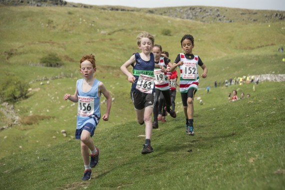 DSC1788 570x380 Malham Kirkby Fell Race Photos 2016