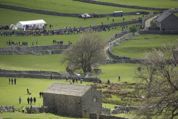 DSC1811 570x380 Malham Kirkby Fell Race Photos 2016
