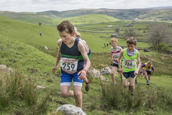 DSC1813 570x380 Malham Kirkby Fell Race Photos 2016