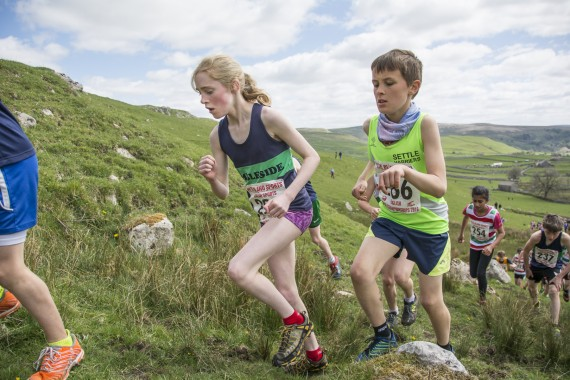 DSC1815 570x380 Malham Kirkby Fell Race Photos 2016