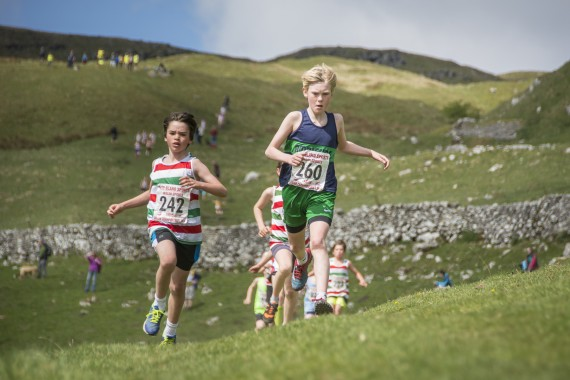 DSC1837 570x380 Malham Kirkby Fell Race Photos 2016