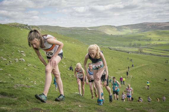 DSC1863 570x380 Malham Kirkby Fell Race Photos 2016
