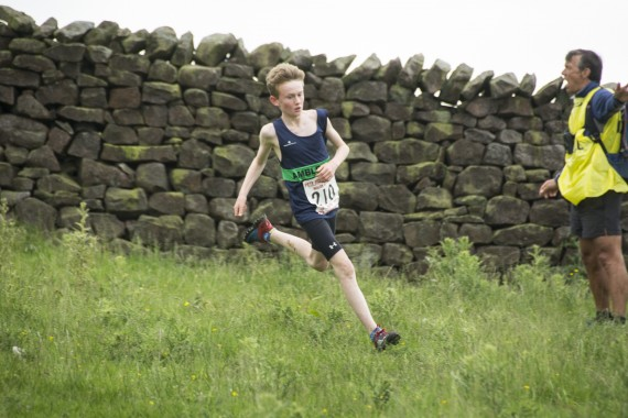 DSC2491 570x380 Clougha Pike English Championship Fell Race Photos 2016