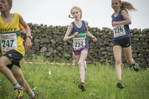 DSC2500 570x380 Clougha Pike English Championship Fell Race Photos 2016