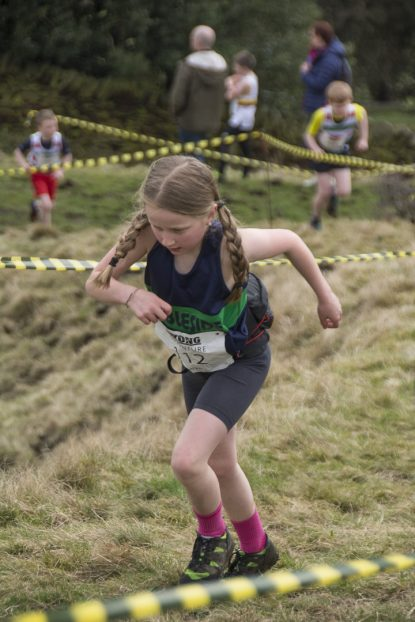 DSC5292 415x622 Blacko Fell Race Photos 2018
