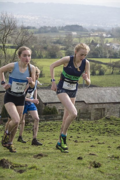 DSC5415 415x622 Blacko Fell Race Photos 2018