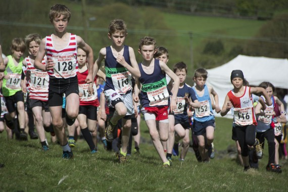 DSC3805 570x380 Coiners Fell Race Photos 2015