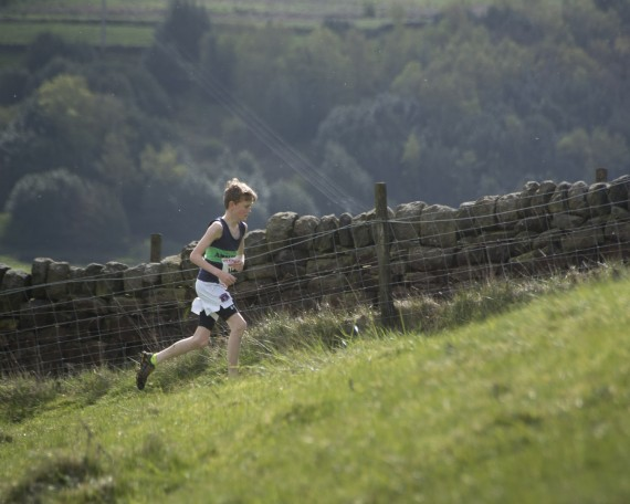 DSC3809 570x456 Coiners Fell Race Photos 2015