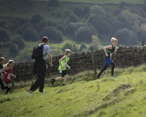 DSC3810 570x456 Coiners Fell Race Photos 2015
