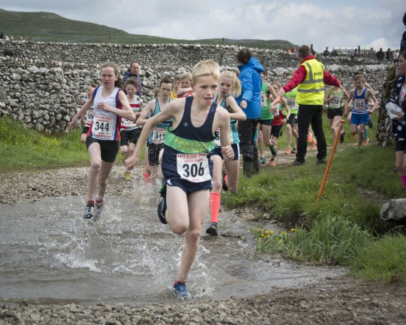 DSC4159 570x456 Malham Kirkby Fell Race Photos 2015
