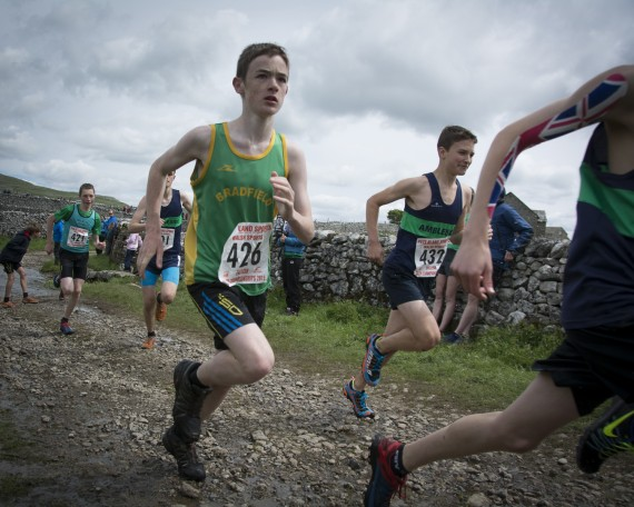DSC4175 570x456 Malham Kirkby Fell Race Photos 2015