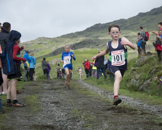 DSC4517 570x456 Turner Uphill Fell Race Photos 2015