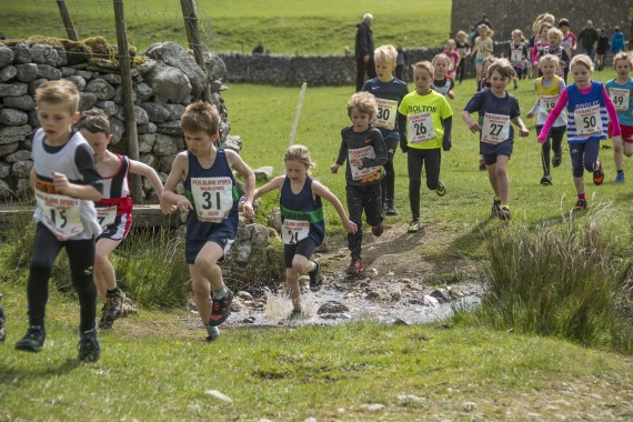 DSC1710 570x380 Malham Kirkby Fell Race Photos 2016