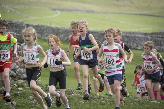 DSC1745 570x380 Malham Kirkby Fell Race Photos 2016