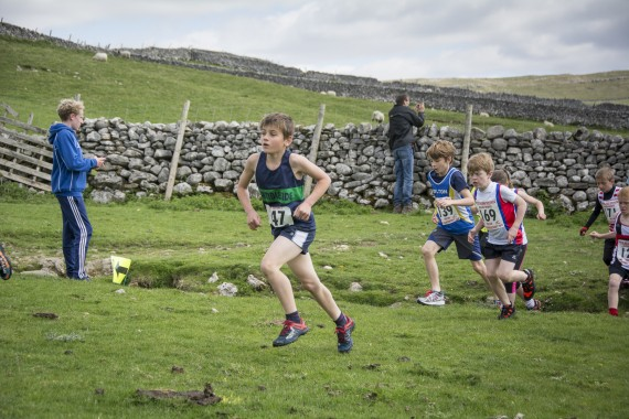 DSC1752 570x380 Malham Kirkby Fell Race Photos 2016