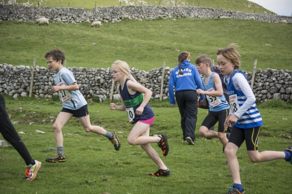 DSC1755 570x380 Malham Kirkby Fell Race Photos 2016