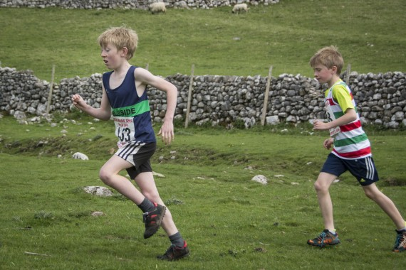 DSC1760 570x380 Malham Kirkby Fell Race Photos 2016