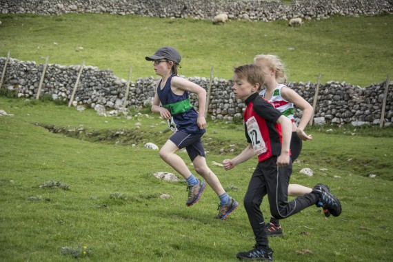 DSC1762 570x380 Malham Kirkby Fell Race Photos 2016