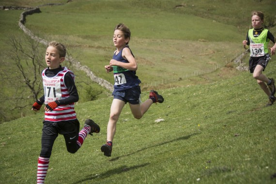 DSC1772 570x380 Malham Kirkby Fell Race Photos 2016