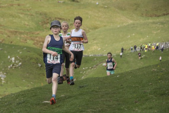 DSC1795 570x380 Malham Kirkby Fell Race Photos 2016