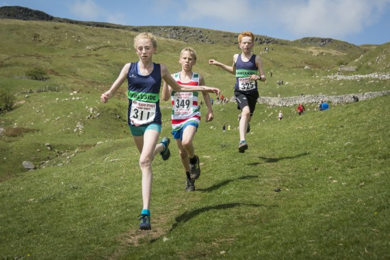 DSC1892 570x380 Malham Kirkby Fell Race Photos 2016