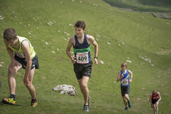 DSC1909 570x380 Malham Kirkby Fell Race Photos 2016