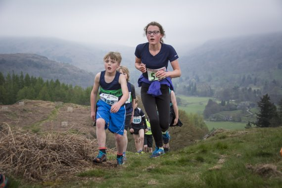 DSC8859 570x380 Todd Crag Fell Race Photos 2017